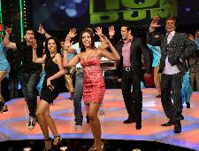 Stars from Toss and Daddy Cool prance on 10 Ka Dum
